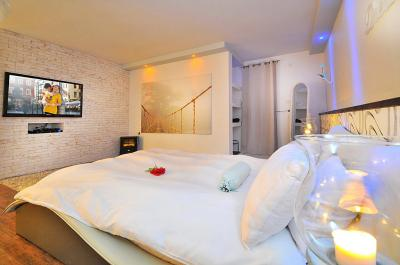 סוויטת דרים עם Smart Tv ומיטה ענקית ומפוארת