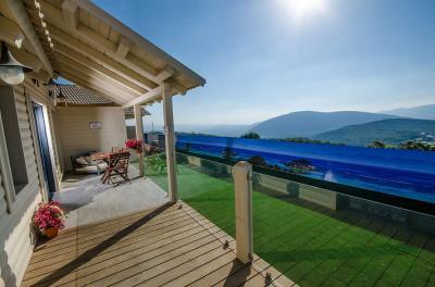 בכל סוויטה באפירון תהנו ממרפסת המשמשת כתצפית נוף מהפנטת