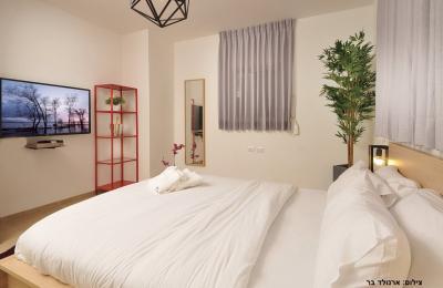 וילה על הצוק - 4 חדרי שינה עם מתחם גן מפתיע וייחודי