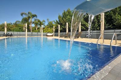 בבקתות לוטם תהנו מבריכת שחייה משותפת יוקרתית וגדולה