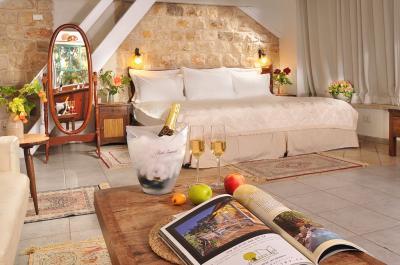 המיטה האורתופדית והענקית 200/200 בסוויטה המלכותית