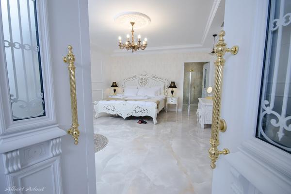חדר שינה יוקרתי ומפואר בסוויטת נסיה