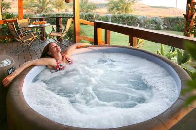 בקסם השני תמצאו Hot Tub פרטי לכל סוויטה