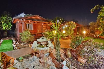 בגן כנרת 4 בקתות קסומות ומפנקות וסוויטה יוקרתית בתוך גן מטופח וירוק