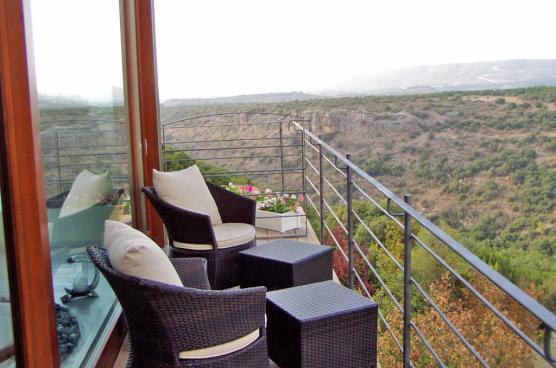 מרפסת פרטית היושבת על הנוף הקסום של הרי הגליל- בואו לנשום את הטבע