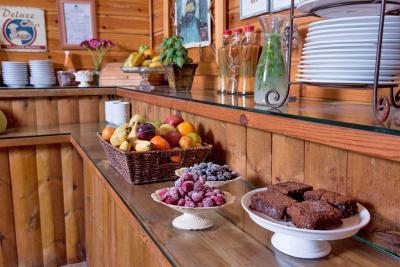פינוקים מתוקים וטעימים בחדר האוכל המעוצב