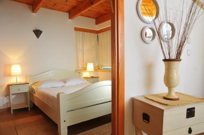 חדר השינה הפרטי בסוויטות אגם וירדן