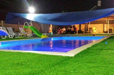בריכת שחייה פרטית במתחם החיצוני