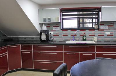 תמי 4, תנור אפייה, כיריים ועוד מוצרים במטבח