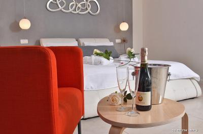 בקבוק יין משובח מחכה לכם בסוויטה