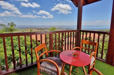 פינת ישיבה במרפסת הפרטית מול הנוף