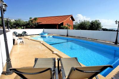 Pool area - Ahuzat Ha-Shahar