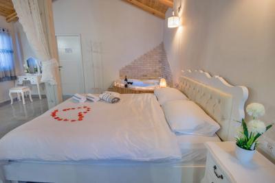 מיטה זוגית מרווחת, רכה ונעימה