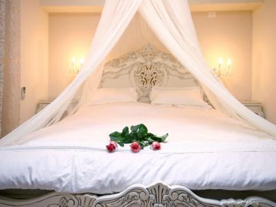 מיטה מפנקת בחדר השינה