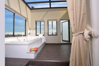 אמבט גדול ומפנק, יציאה למרפסת