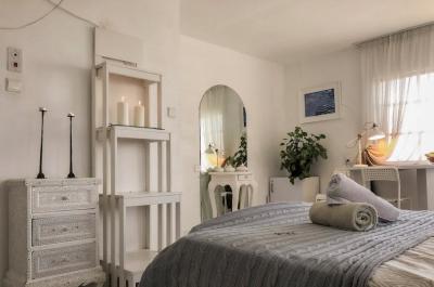 חדר השינה הזוגי המפנק עם אביזרי נוי יפים