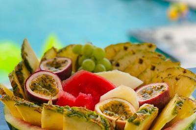 פינוקי פירות עד הבריכה