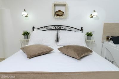 מיטה זוגית גדולה ונעימה במיוחד
