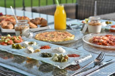 ארוחת בוקר עשירה, איכותית וטעימה