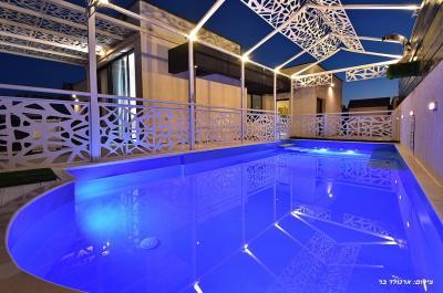 Pool area - אחוזת הצוק במרומים