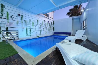 Pool area - Hadavar Ha'amiti