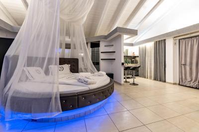 מיטה זוגית מעוצבת ומיוחדת בסוויטה
