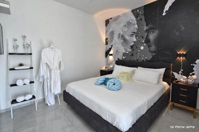 מיטה זוגית נעימה ורכה באחת מהסוויטות