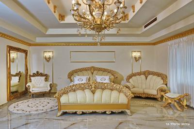 מיטה זוגית גדולה במיוחד ומפנקת במיוחד