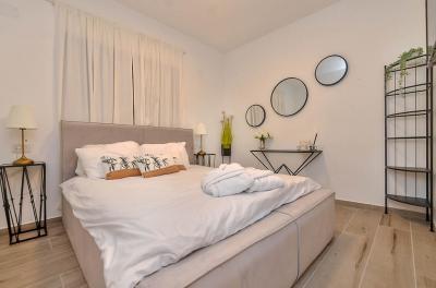 חדר השינה המפנק עם מיטה זוגית נוחה
